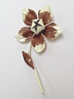 1960s brooch single flower front