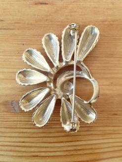 Golden vintage brooch art deco b